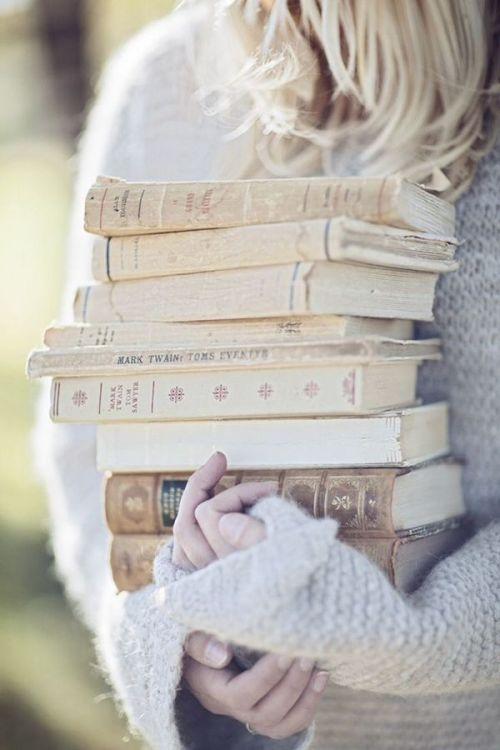 cewek membaca buku